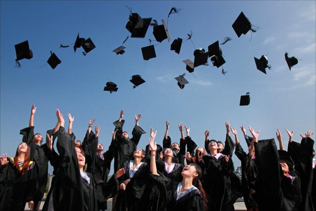 An effective recent college graduate resume helps new graduates like you land your first job out of college.